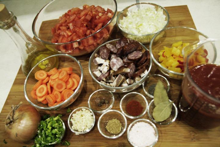 goracy-kociol-miesno-pomidorowy-skladniki
