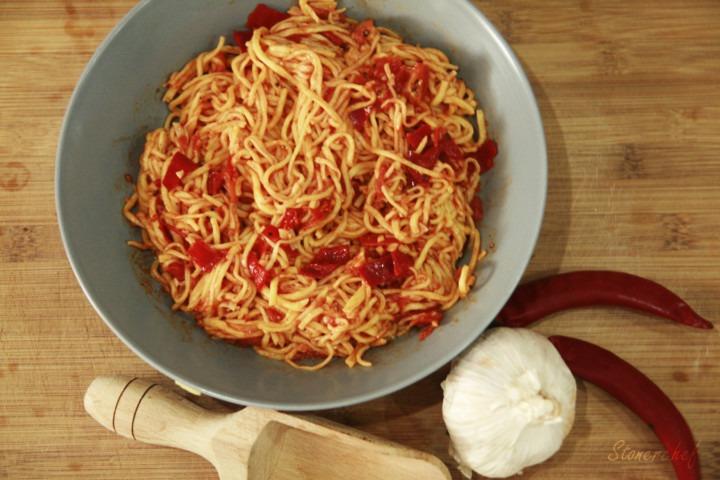 spaghetti-arrabbiata-na-talerzu