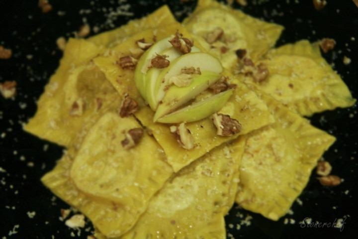 ravioli z jabłkiem i gorgonzolą