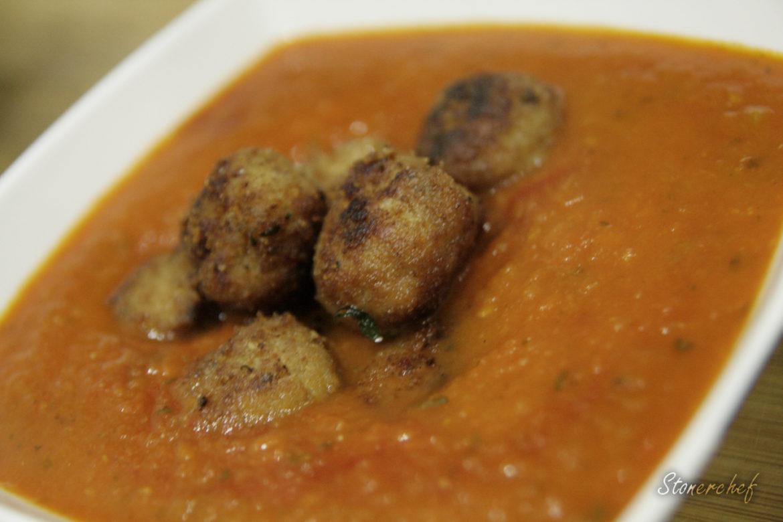 krem pomidorowy z orientalnymi kuleczkami wieprzowymi