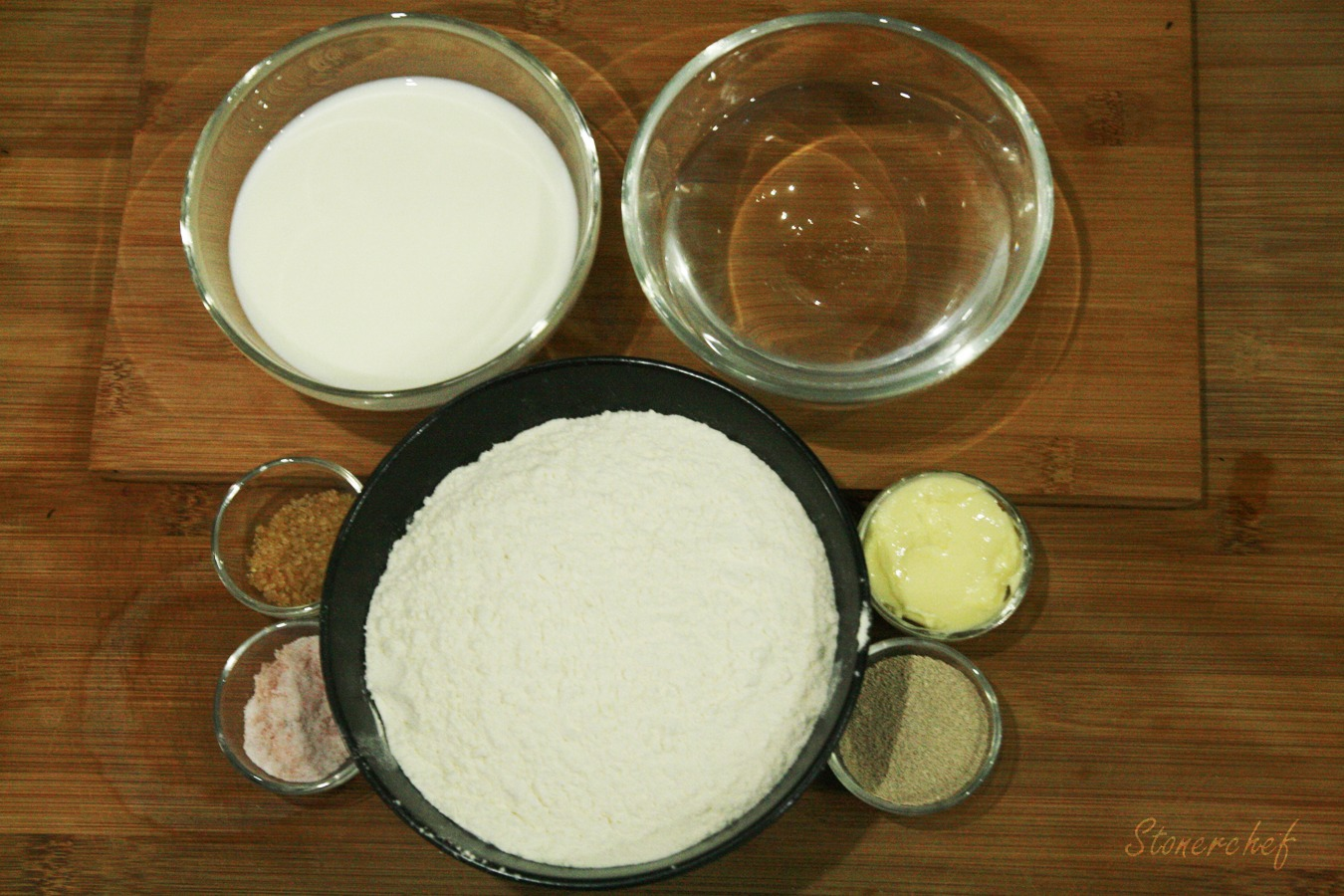 mąka pszenna mleko masło sól cukier drożdże