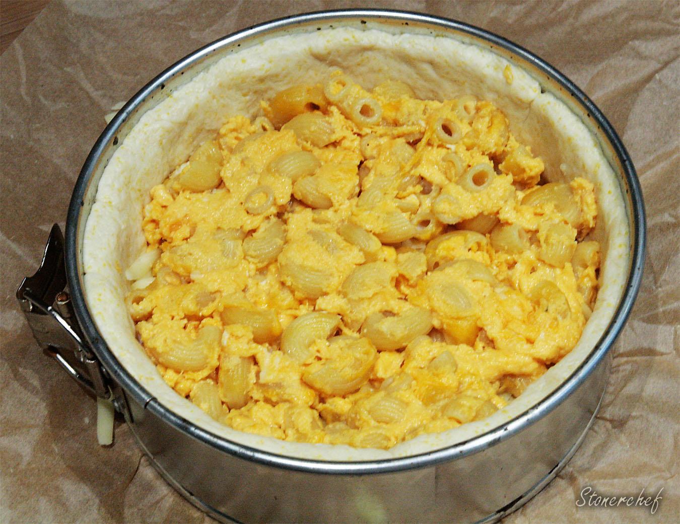 mozzarella i mac and cheese na pizzy