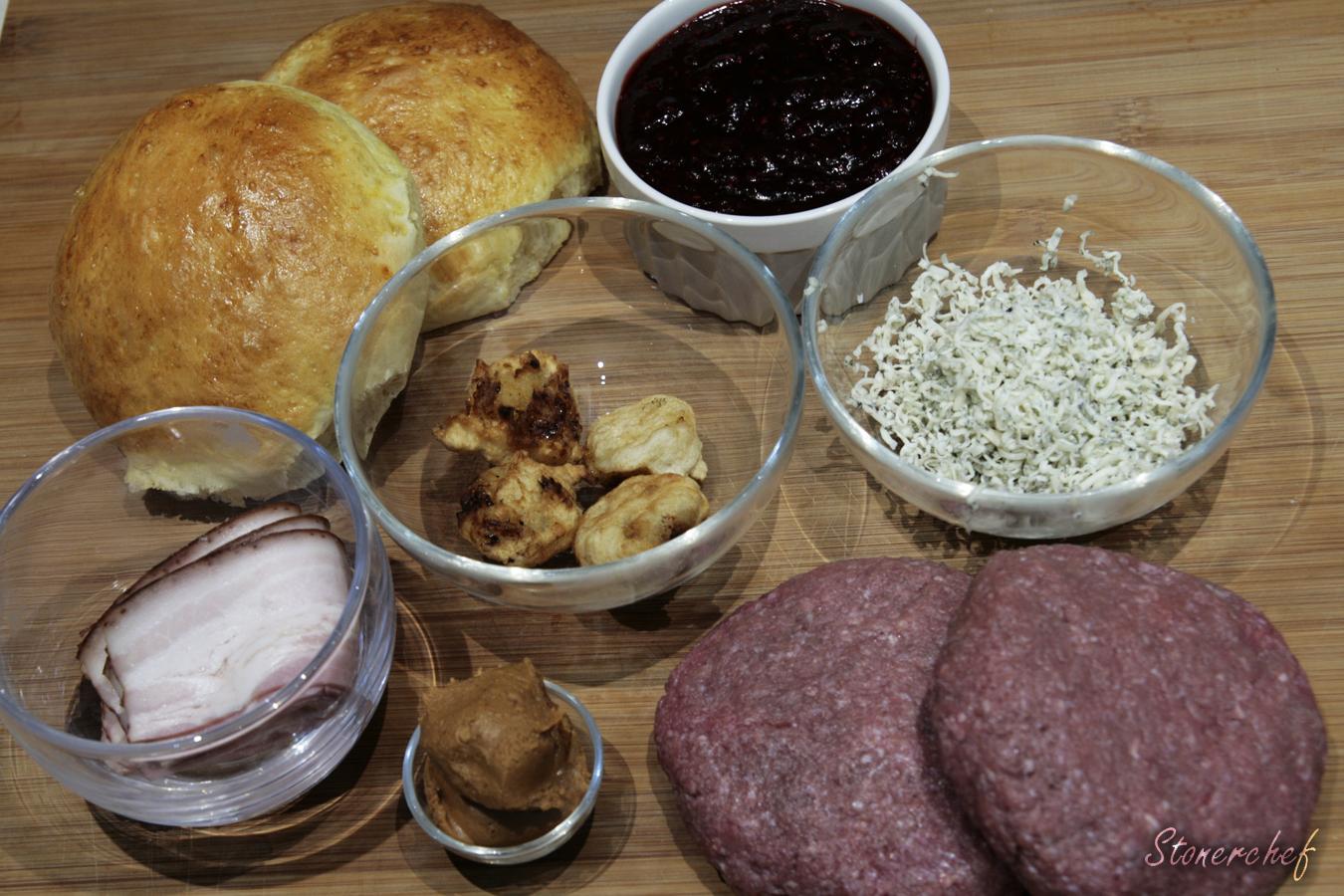 składniki na burgery z ostrym sosem malinowym