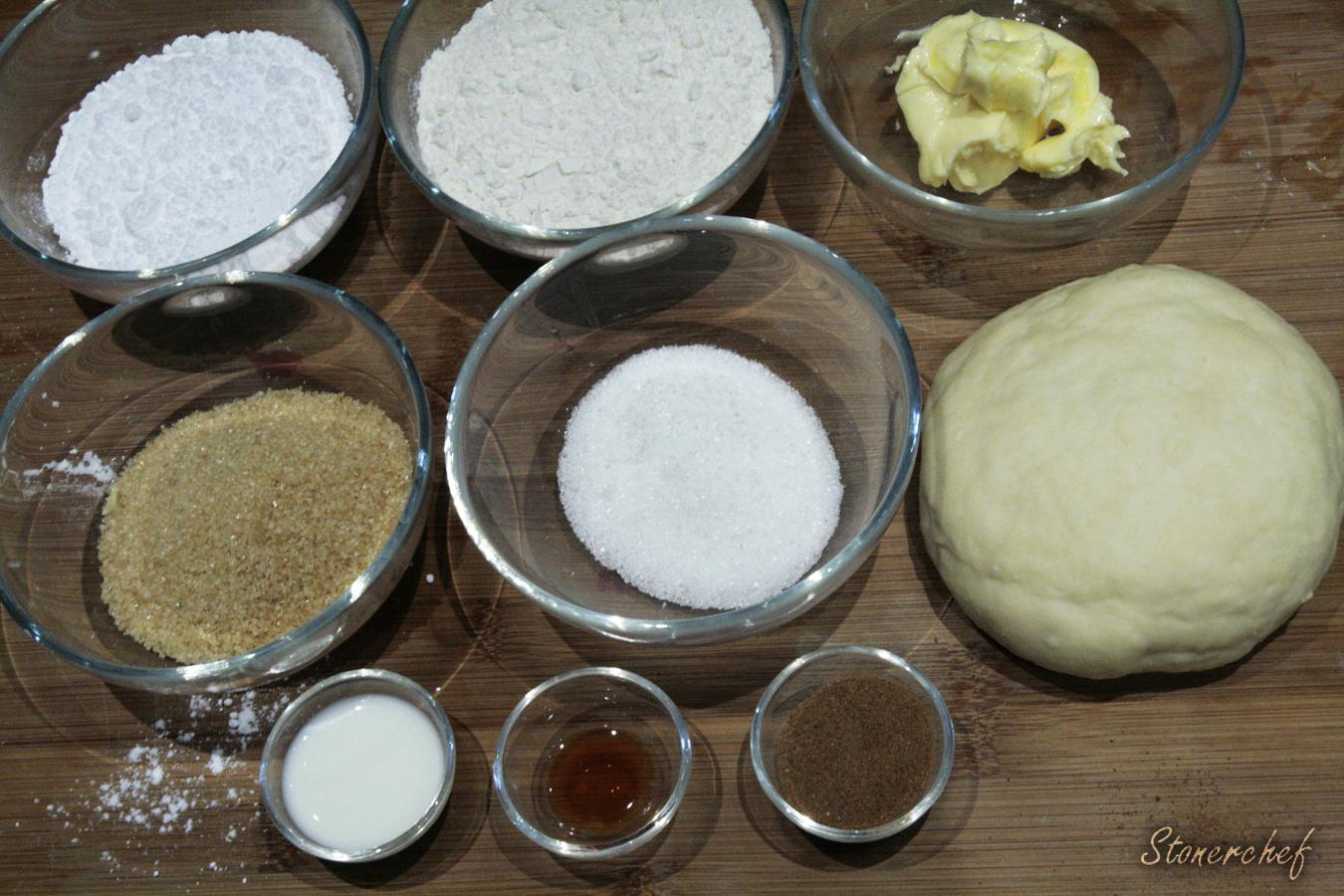 składniki na deserową pizzę z kruszonką cynamonową