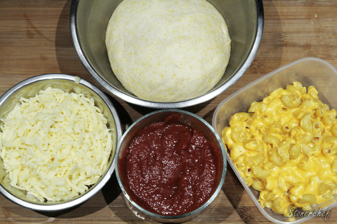 składniki na dip dish mac and cheese pizza