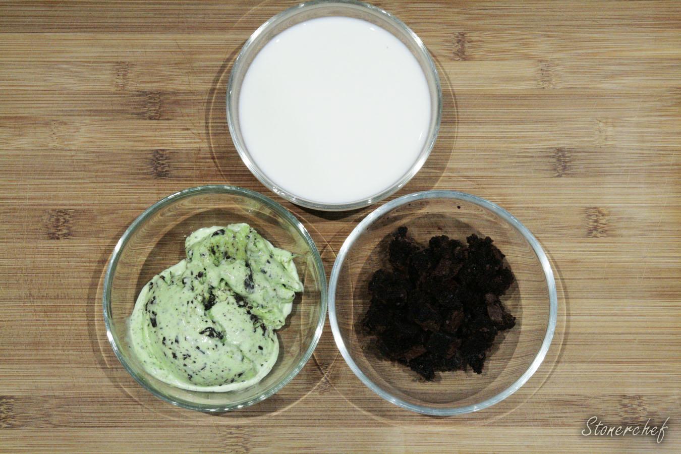 składniki na miętowo-czekoladowy milkshake brownie