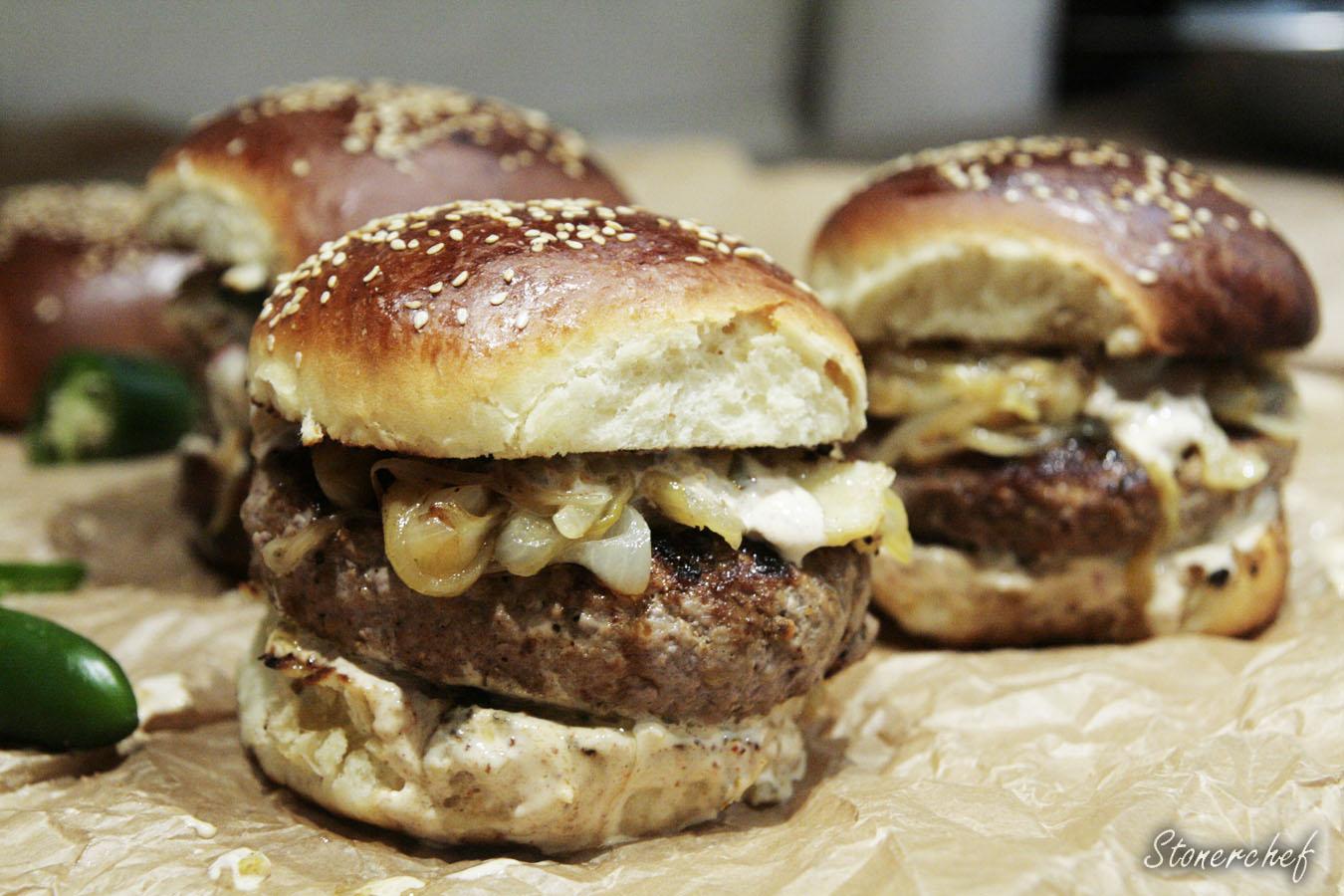 faszerowane burgery z duszoną cebulą
