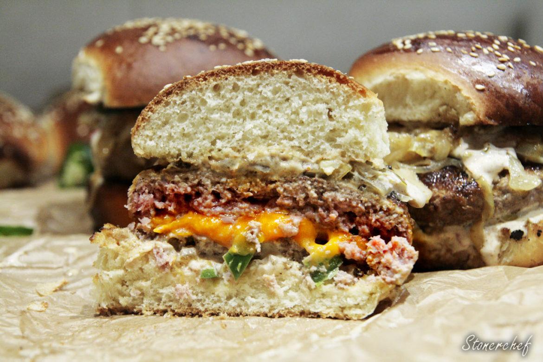 przekrój faszerowanego burgera