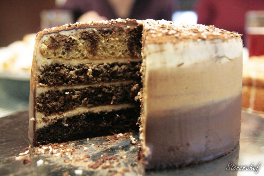 przekrój tortu tiramisu