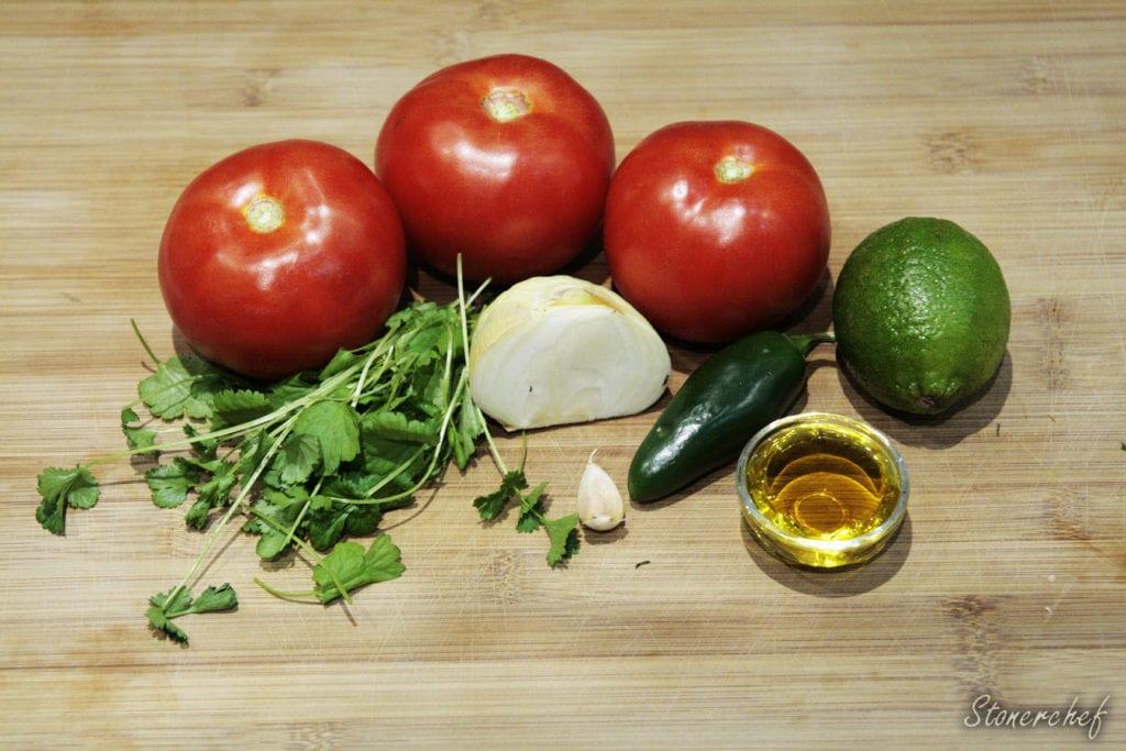 składniki na tradycyjną salsę pomidorową