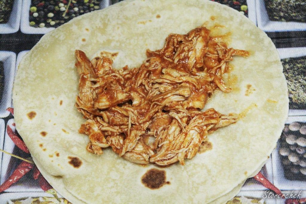 szarpany kurczak na tacosach