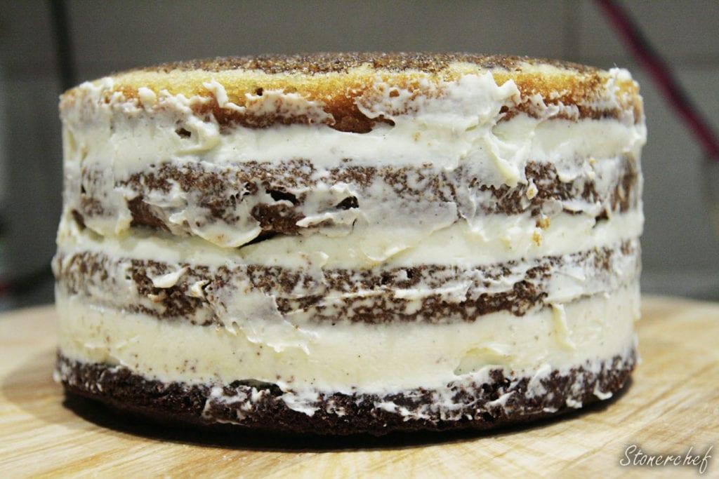 tort ułożony w warstwach