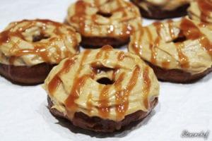 snickersowe donuty