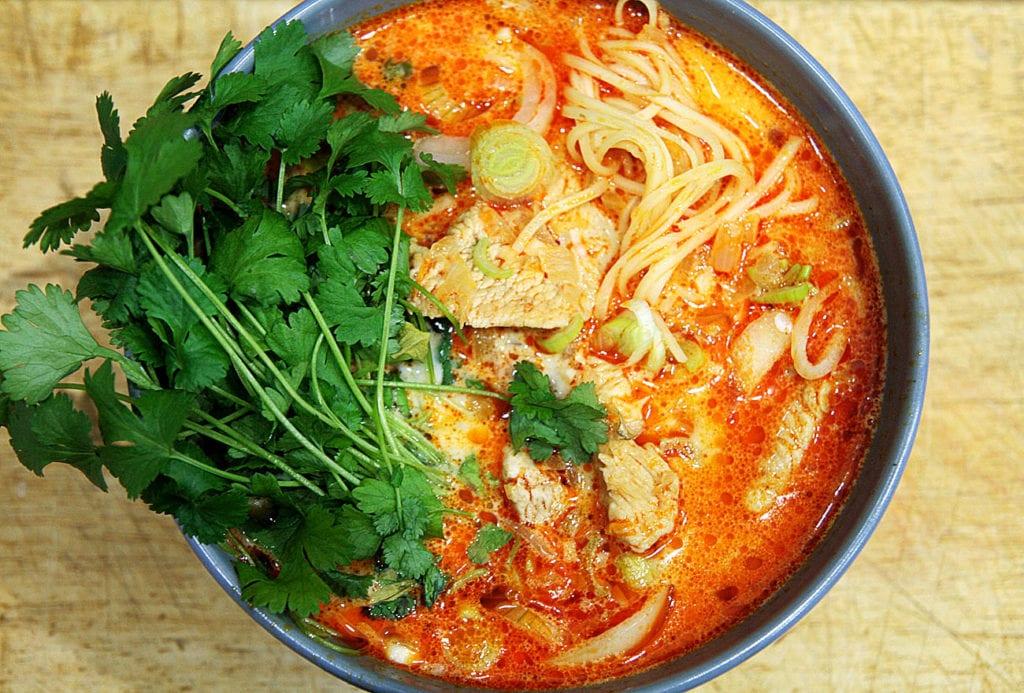 tajska zupa z czerwonym curry