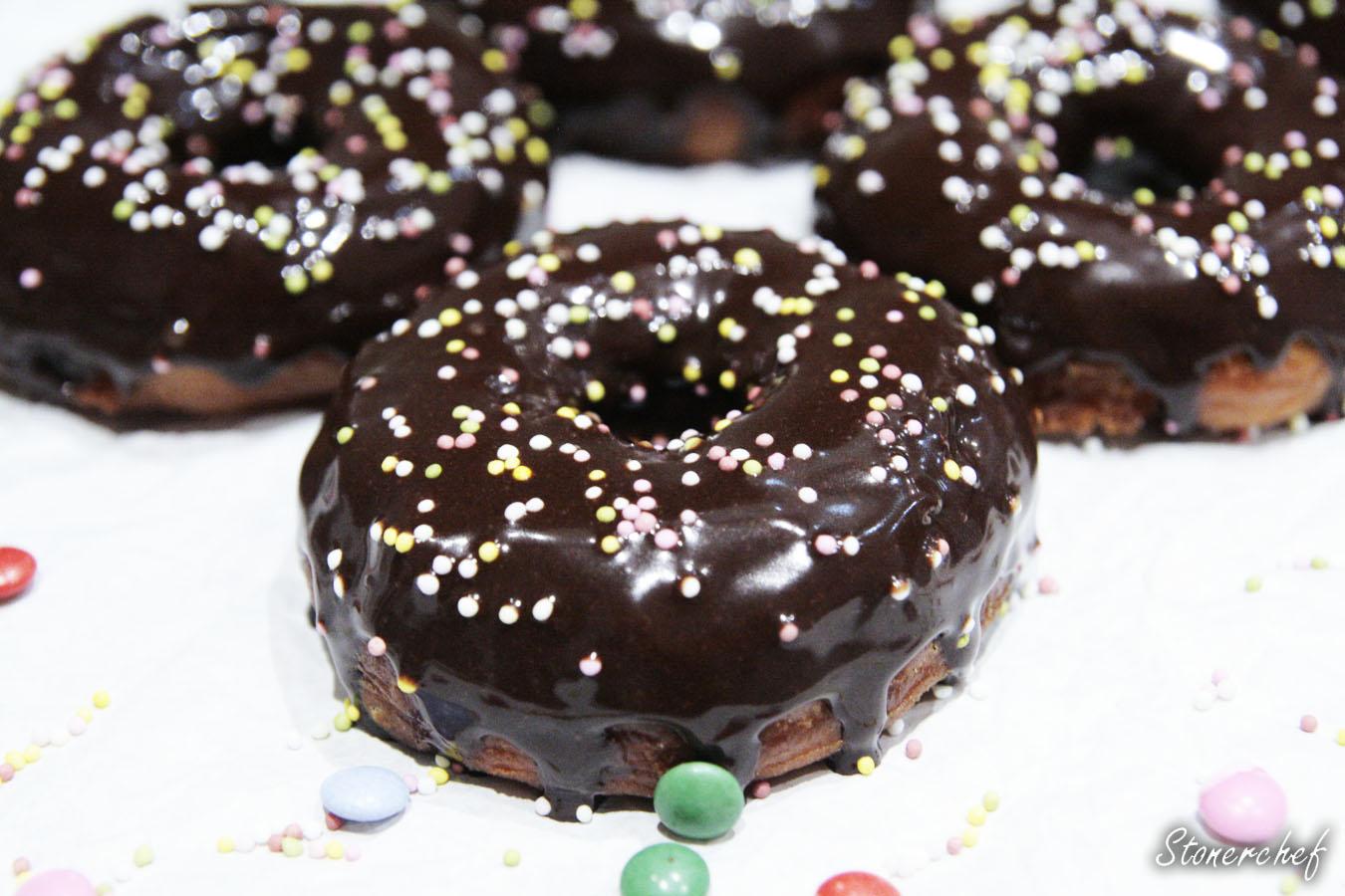 http://www.stonerchef.pl/wp-content/uploads/2017/02/zblizenie-na-donuty-z-polewa-z-nutelli.jpg