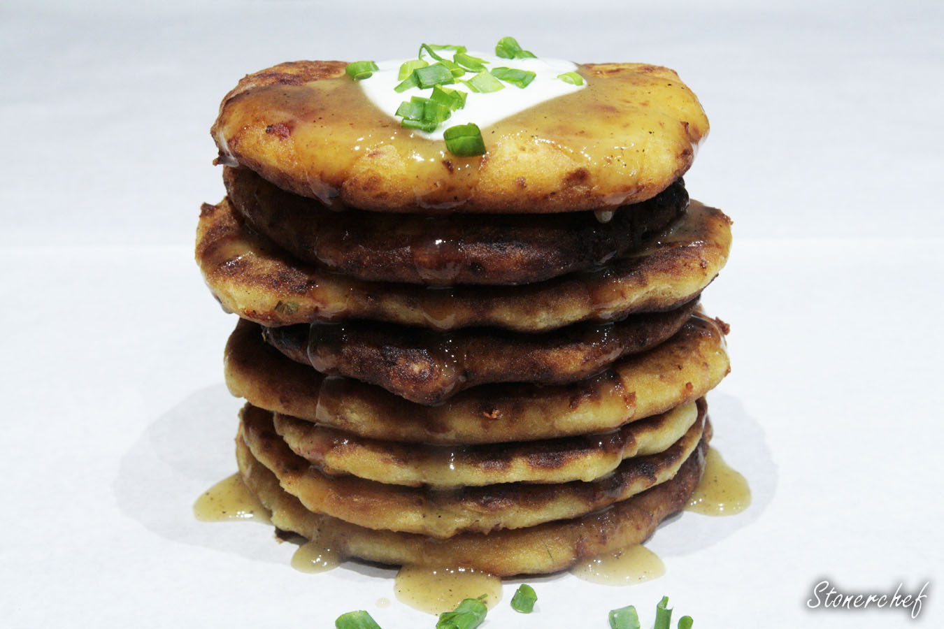 http://www.stonerchef.pl/wp-content/uploads/2017/02/ziemniaczane-pancakes-ociekajace-syropem.jpg
