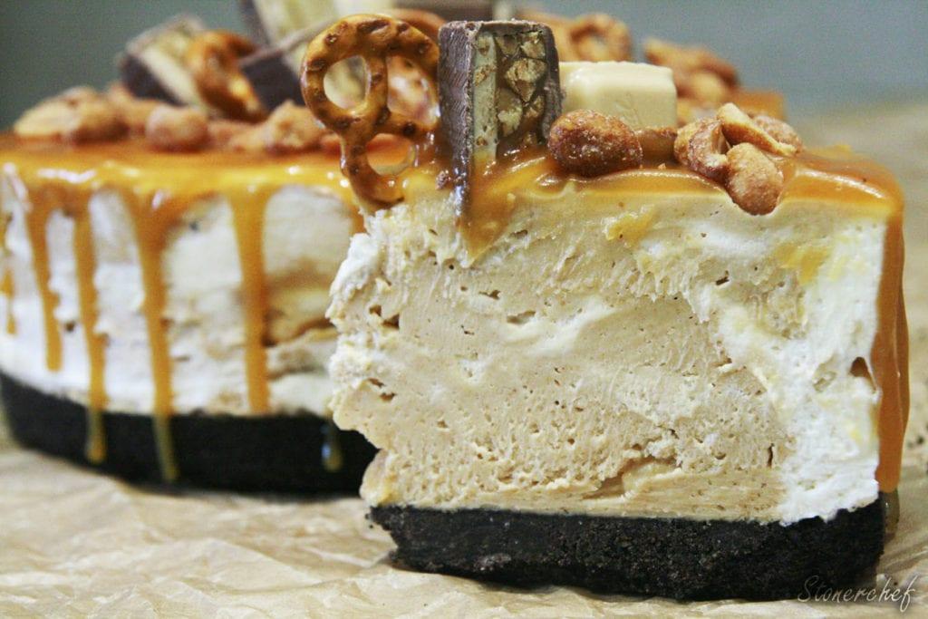 sernik mascarpone z solonym karmelem i masłem orzechowym