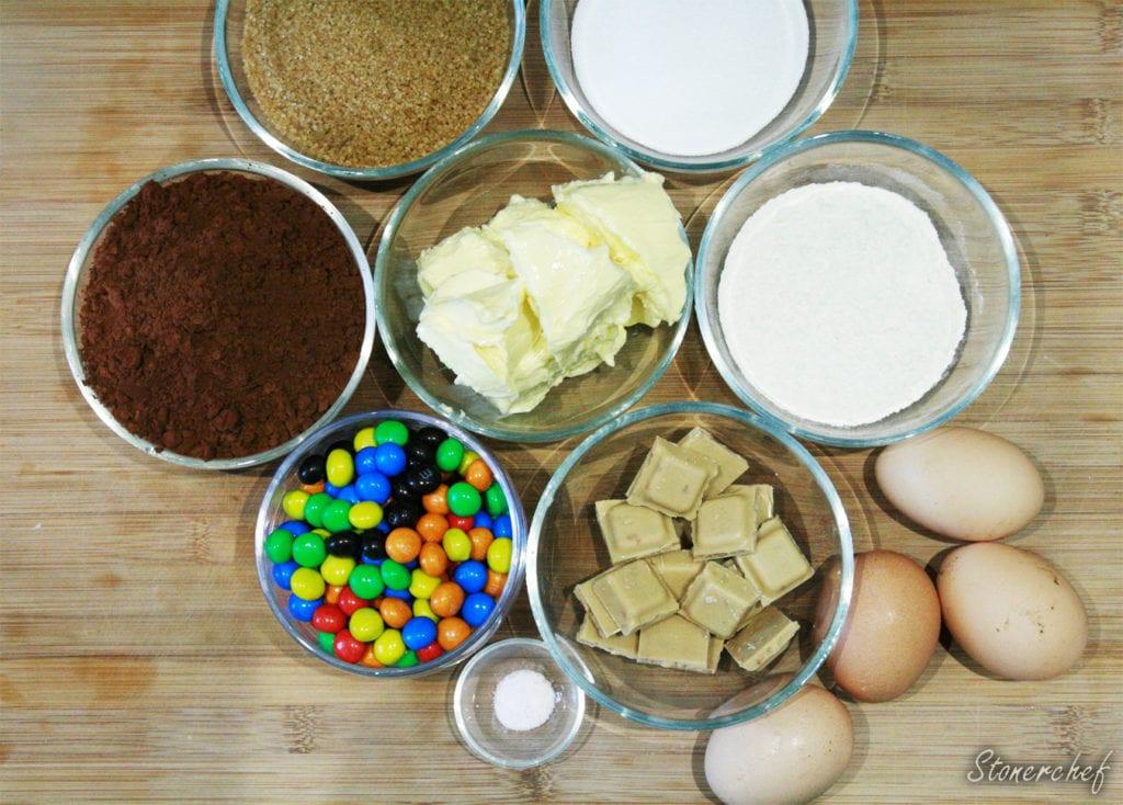 składniki na brownie m&ms