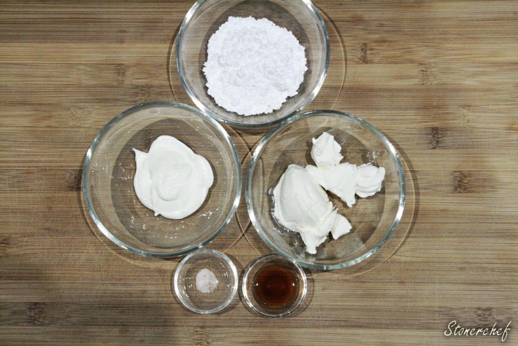 składniki na sernikową bitą śmietanę
