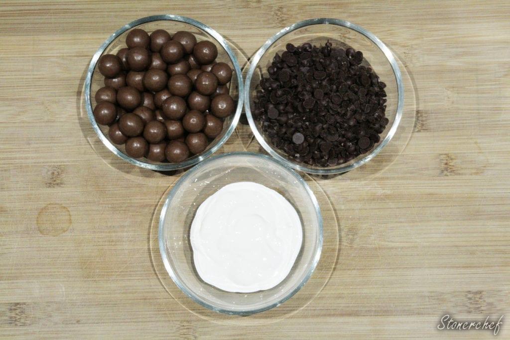 składniki na wykończenie maltesers pavlova