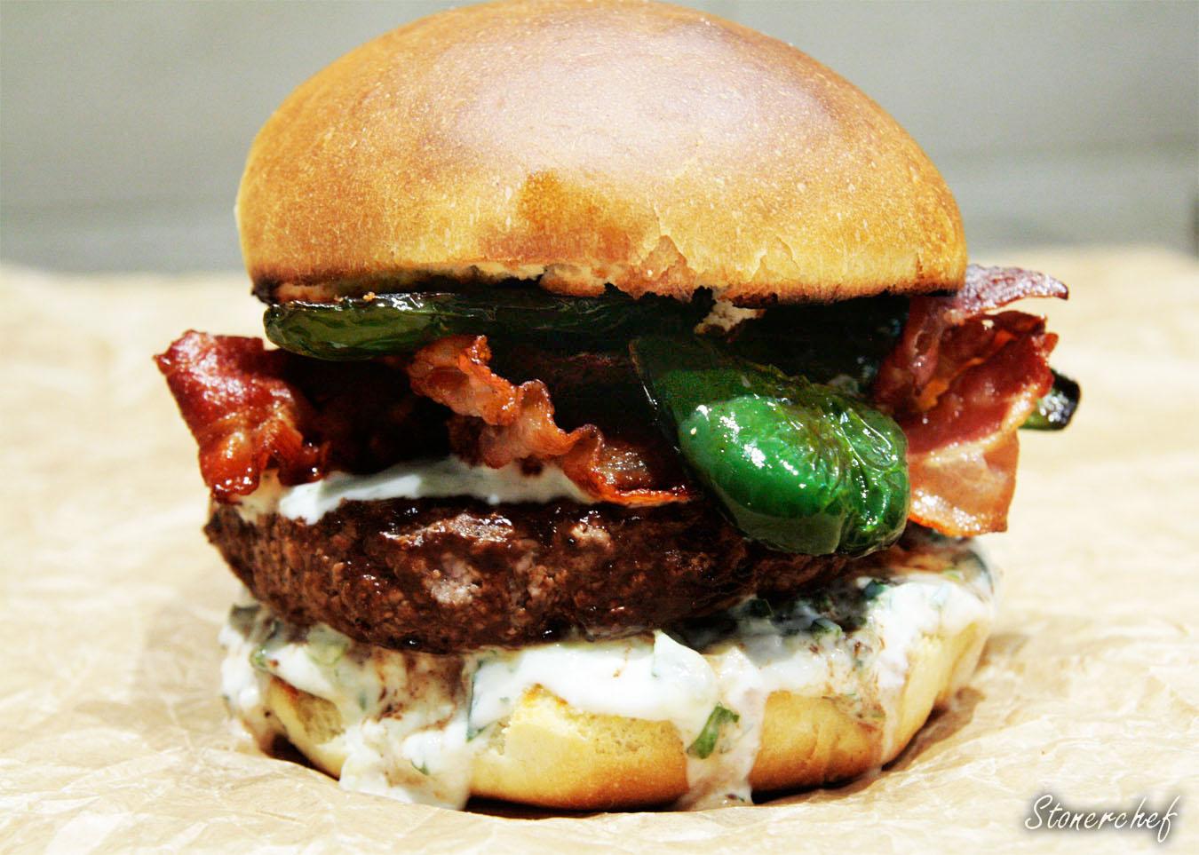 http://www.stonerchef.pl/wp-content/uploads/2017/03/zblizenie-na-burgera-w-czekoladzie-i-whisky.jpg