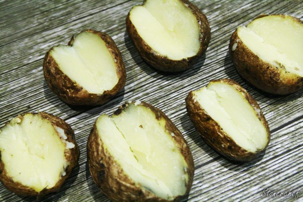 łódki wykrojone z ziemniaków