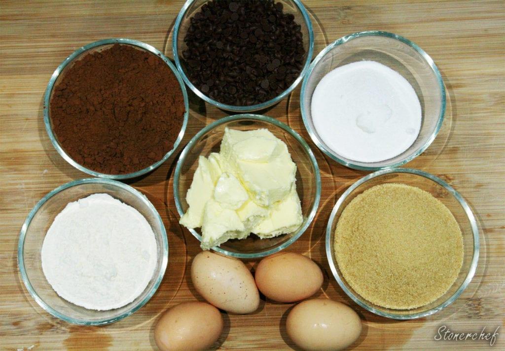 składniki na brownie z miętowym kremem zernikowym