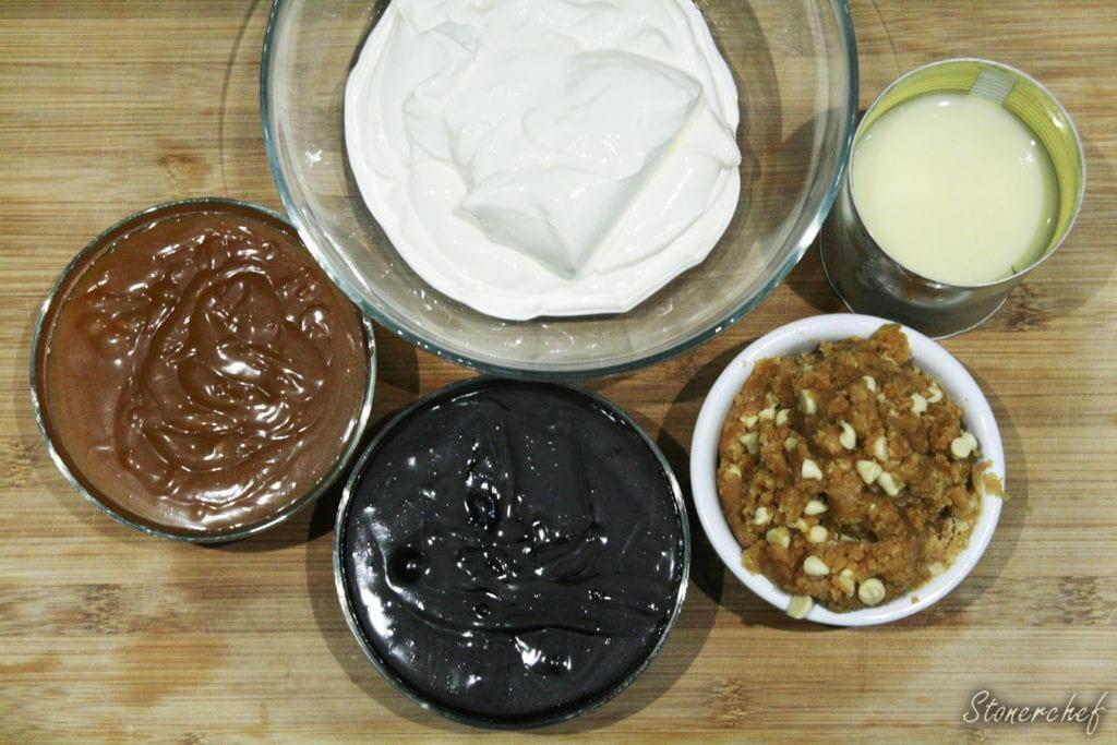 składniki na lody z solonym karmelem i orzechowym cookie dough