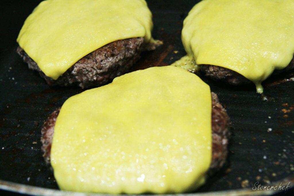 burgery z serem na patelni grillowej