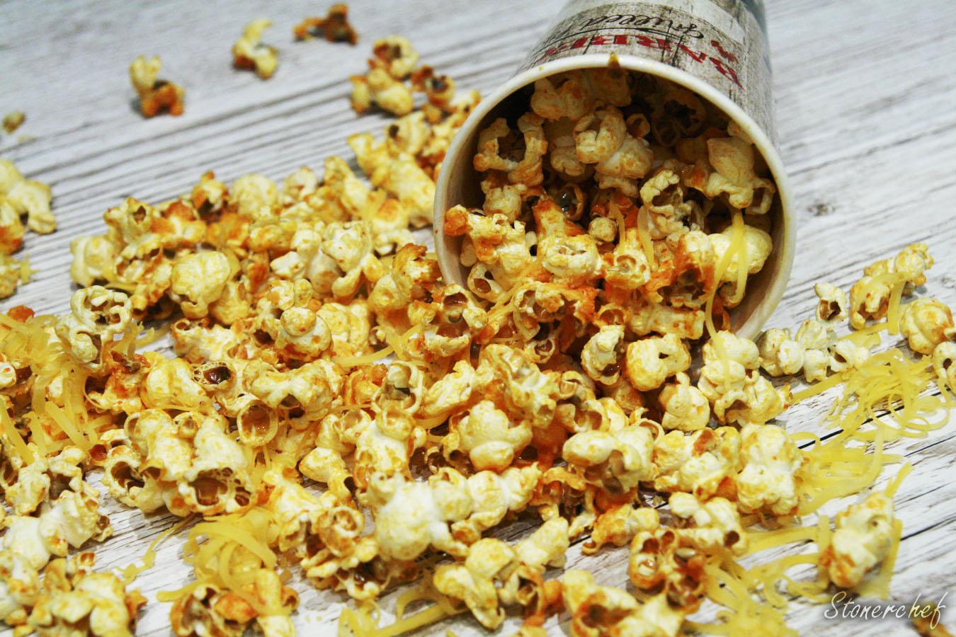 http://www.stonerchef.pl/wp-content/uploads/2017/05/popcorn-sriracha-na-deskach.jpg