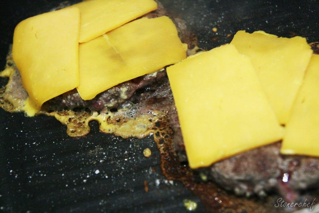 roztapiany cheddar na burgery