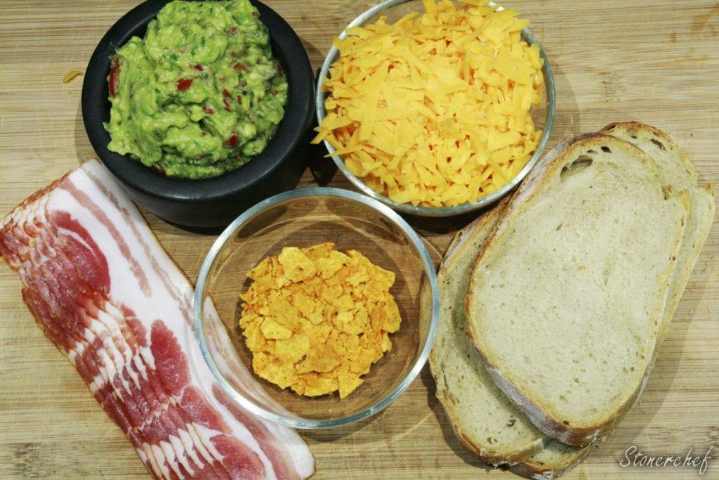 składniki na grillowane kanapki z cheddarem i guacamole