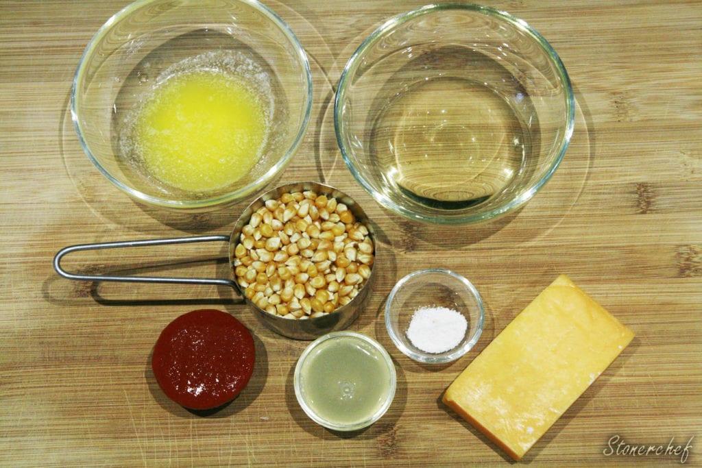 składniki na popcorn o smaku srirachy