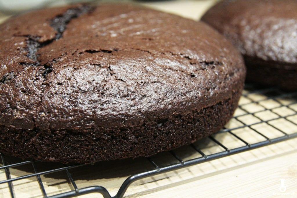 spody na tort oreo wyjęte z formy