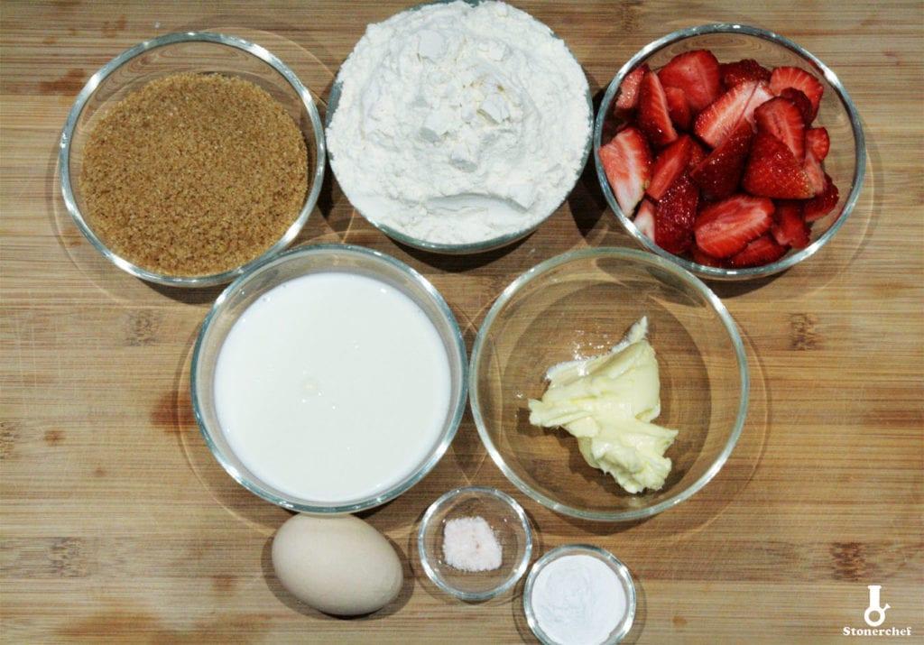 składniki na babeczki sernikowe z truskawkami
