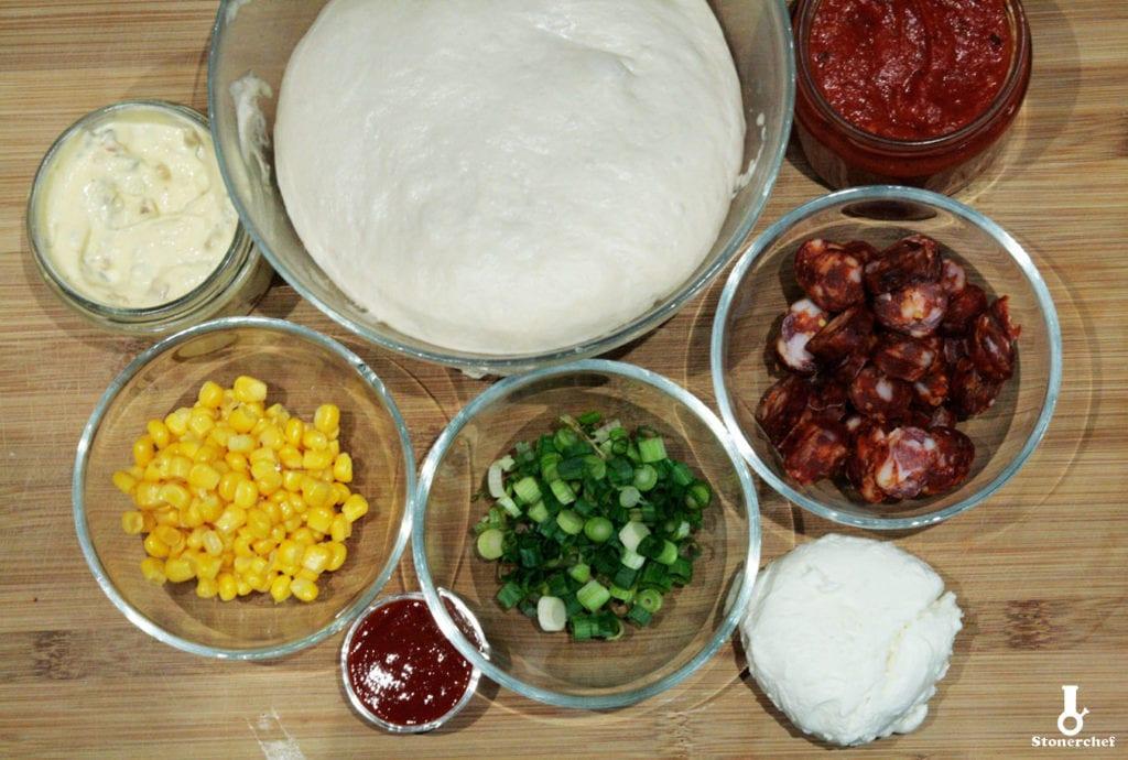składniki na pizzę z kiełbasą chorizo