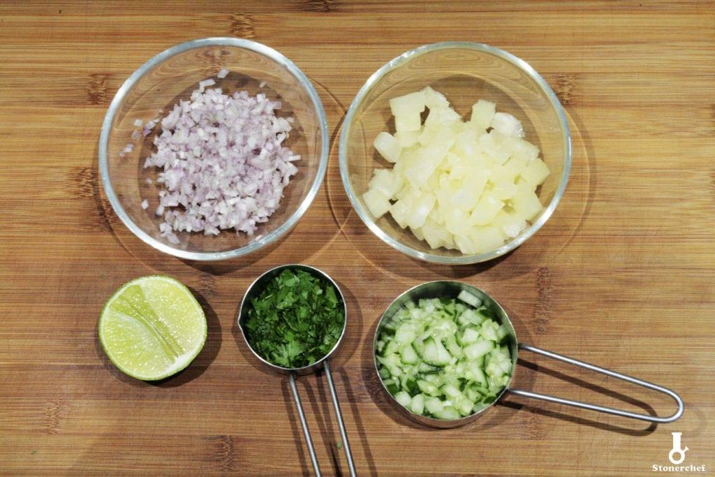 składniki na salsę ananasową