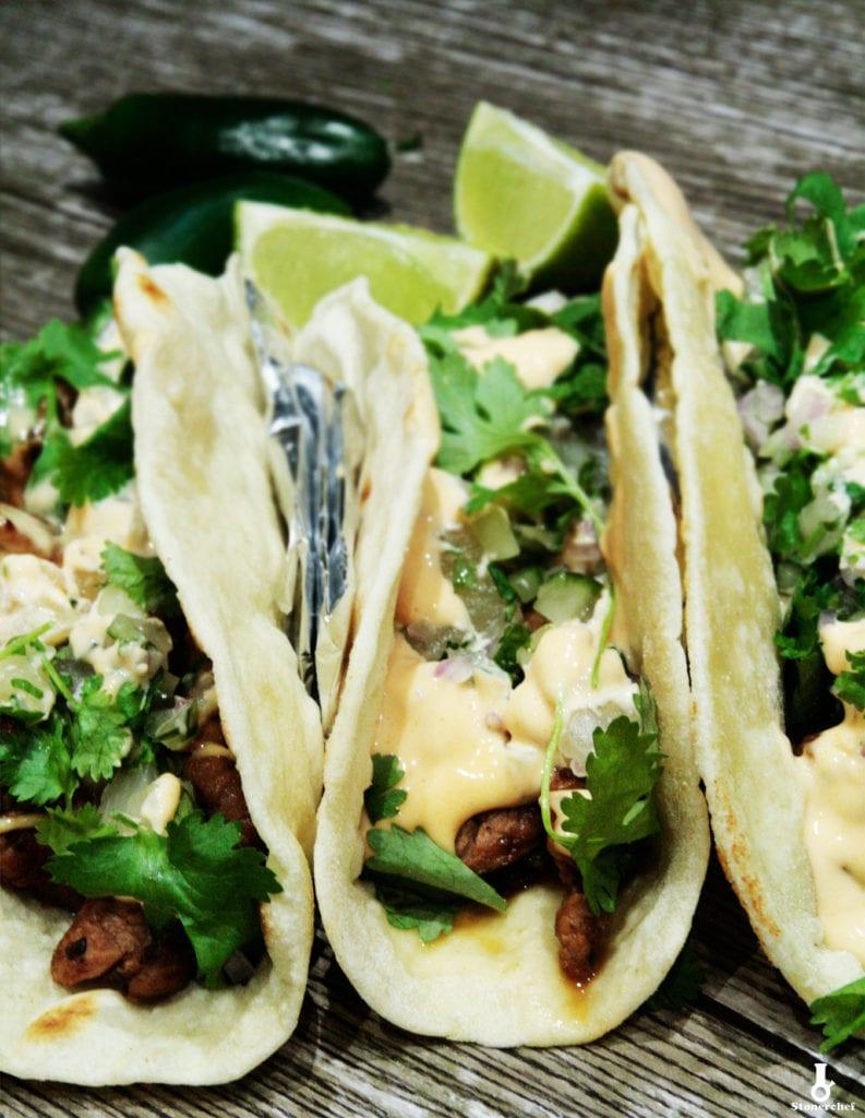 tacos z karmelizowaną wieprzowiną