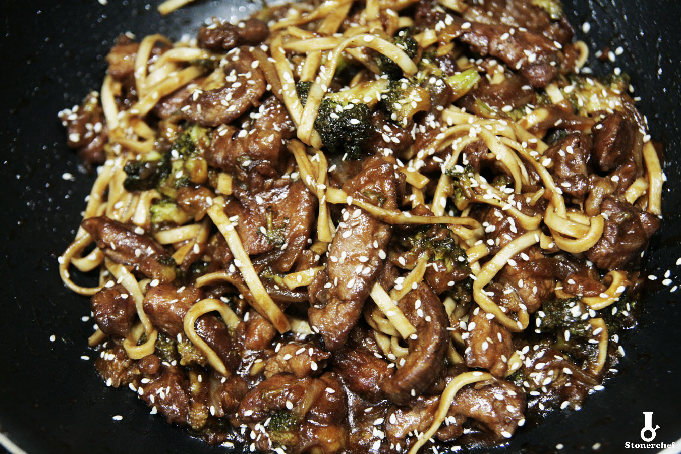 mega zbliżenie na wołowinę po mongolsku z brokułami