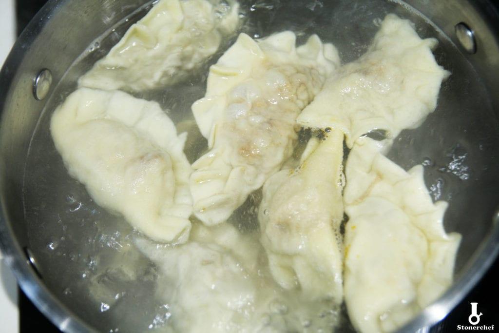 gotowane pierogi z pulled porkiem