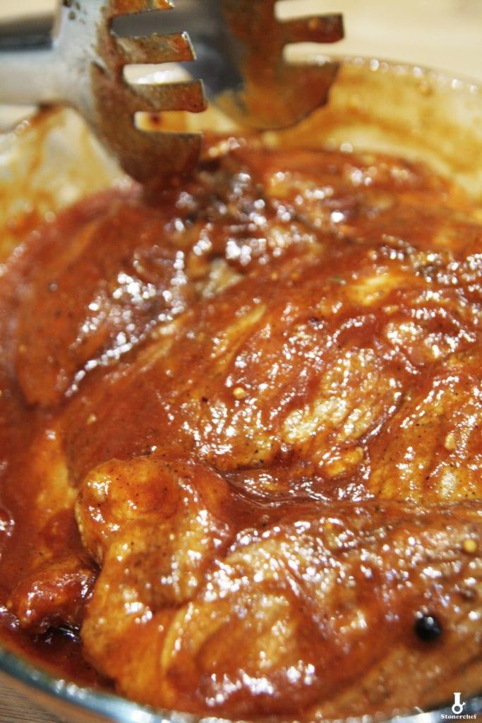 mięso polane sosem bbq