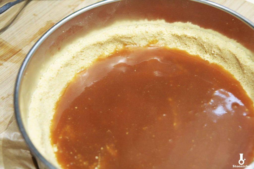 solony karmel na spodzie tarty