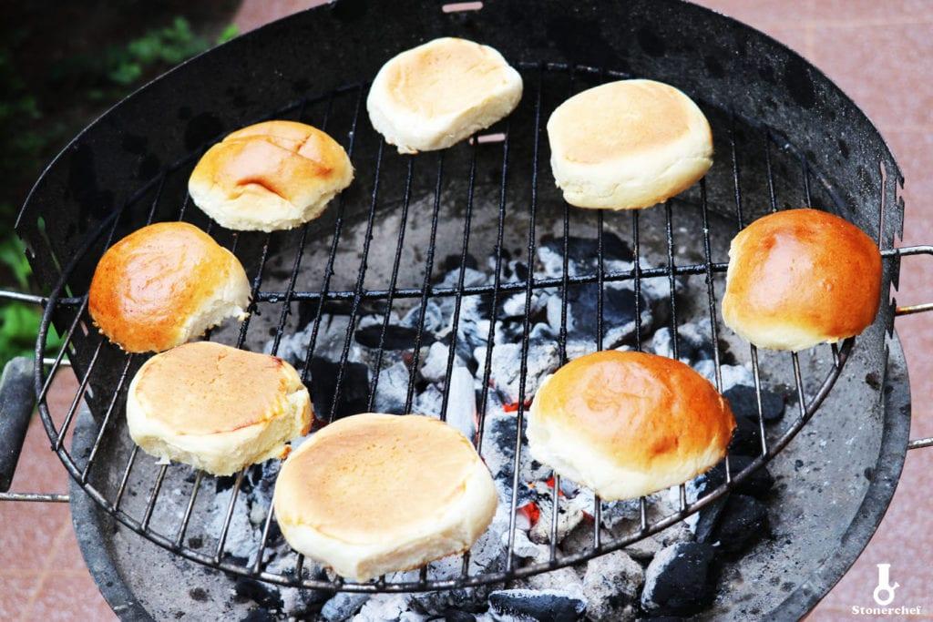 bułki na grillu