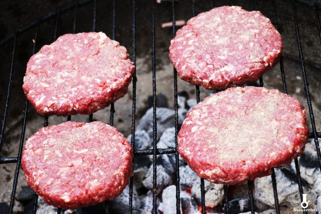 doprawione burgery na grillu