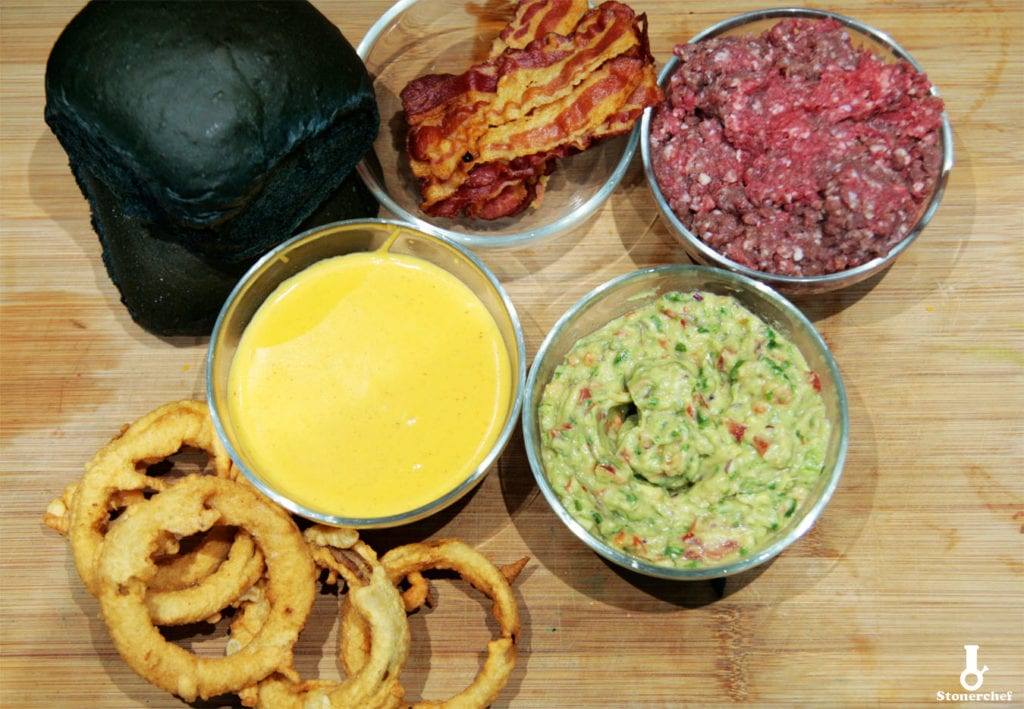 składniki na burgery z guacamole i sosem serowym