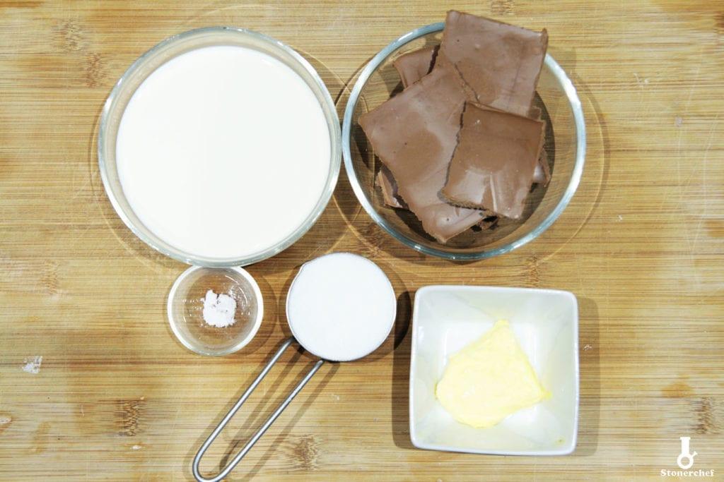 składniki na sos z czekolady mlecznej