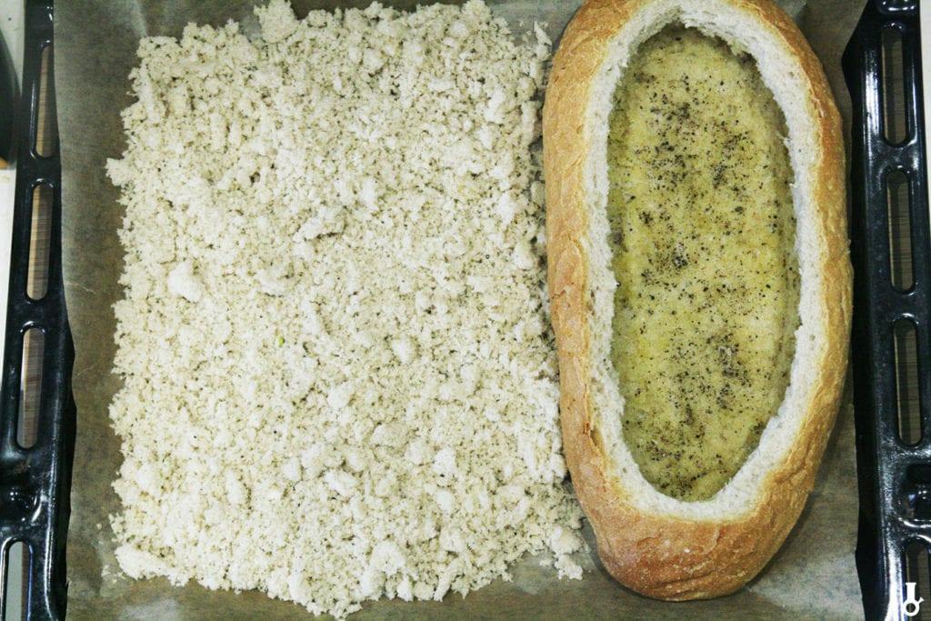 chleb z okruszkami przed podpiekaniem