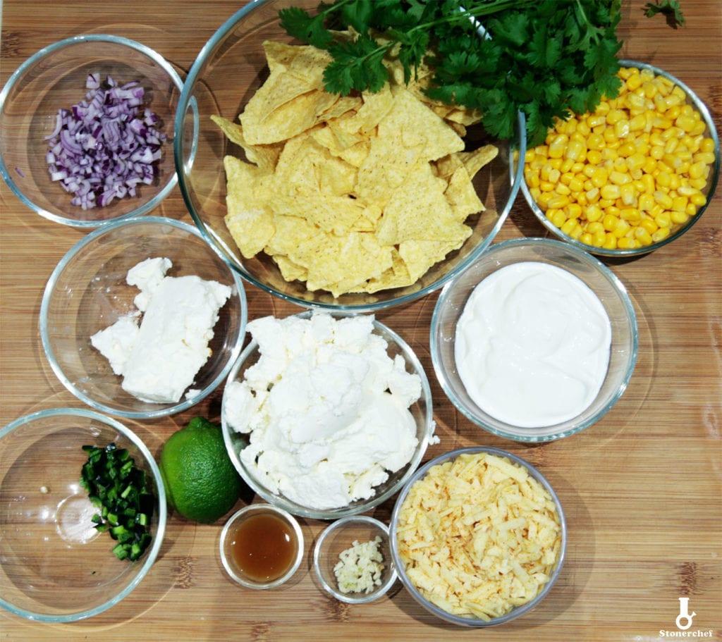 składniki na serowo-kukurydziany dip do nachosów