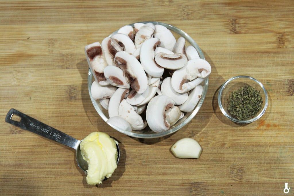 składniki na tymiankowe pieczarki