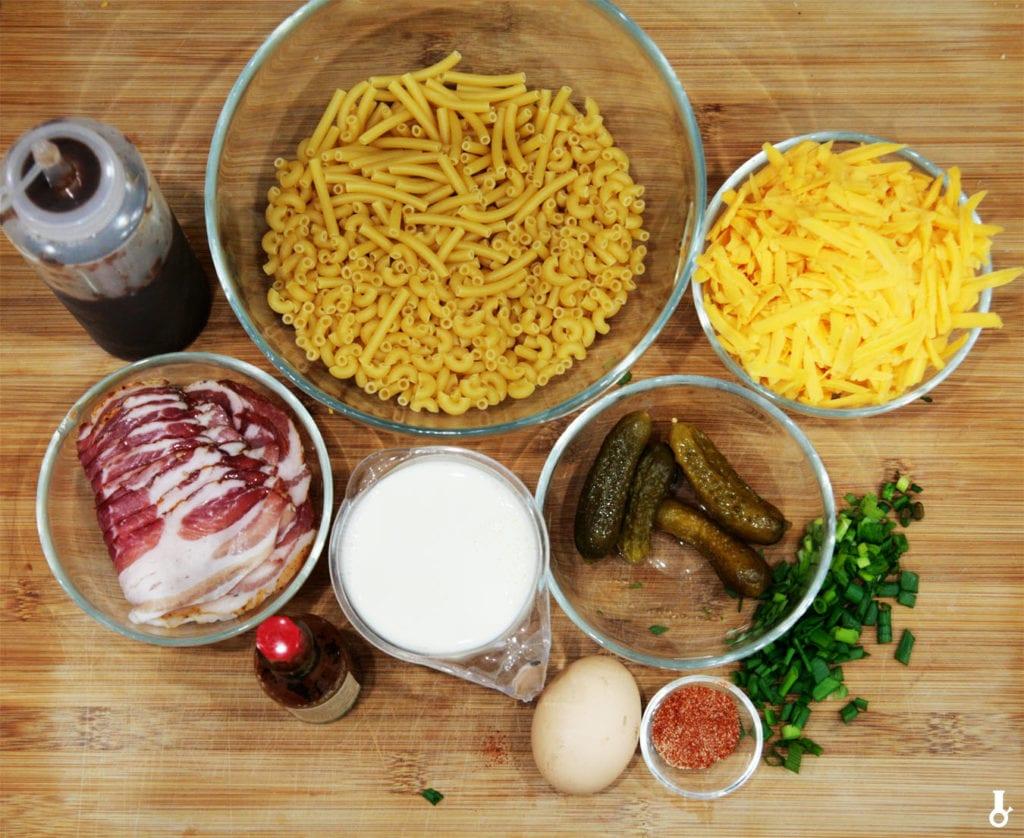 składniki na śniadaniowy mac and cheese